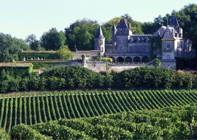Chateuax La Riviere How better to relax than among the vines of Bordeaux on a golf holiday in France?