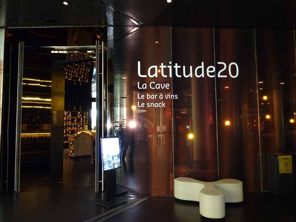 The Latitude 20 bar and cave at La Cité du Vin, Bordeaux.
